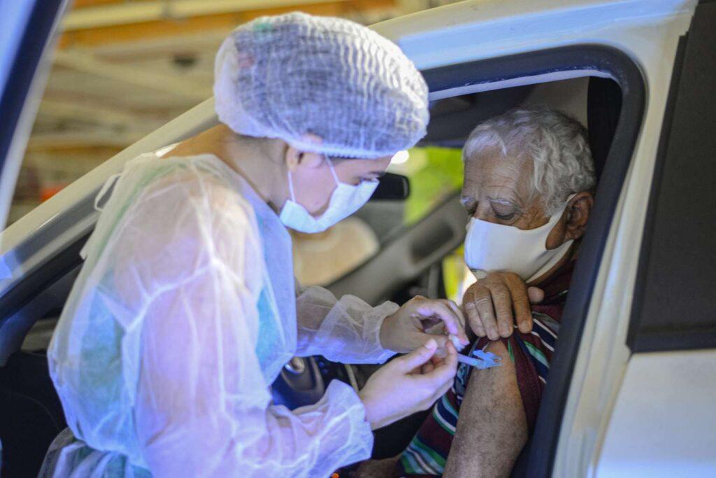 Drive-Thru de vacinação agendada contra a Covid-19 ganha novo posto no RioMar Fortaleza