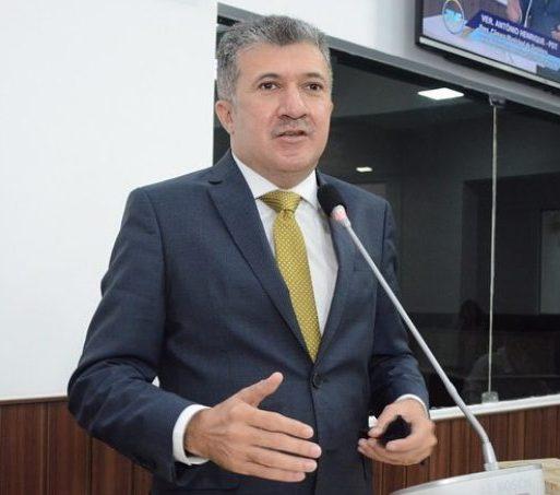 Antônio Henrique suspende as atividades presenciais na CMFor até o dia 18