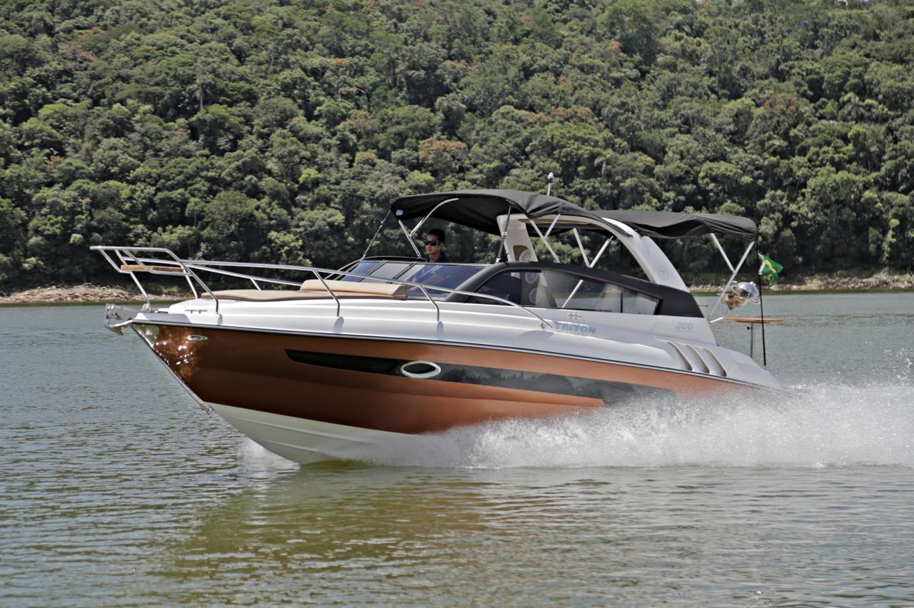 Conheça a nova versão da lancha Triton 300 Sport