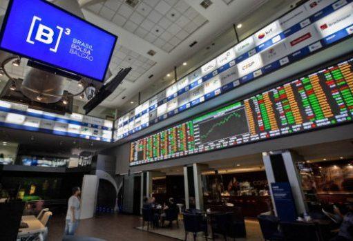 Ibovespa fecha em alta e dólar cai 2,5% em dia de volatilidade no mercado