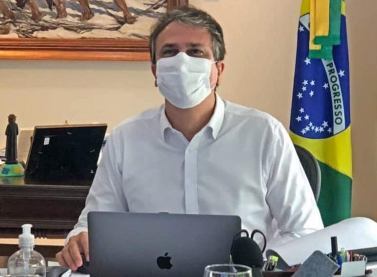 Camilo Santana anuncia a chegada de mais 371.750 doses de vacinas ao Ceará