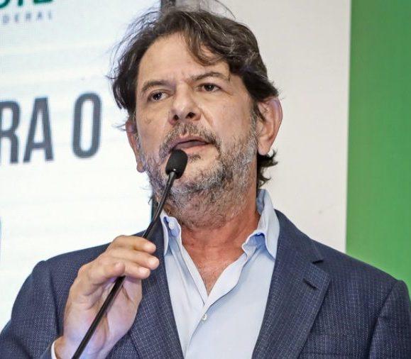 Cid Gomes afirma que votou contra teto imposto e valor da proposta de auxílio