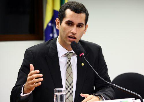 Domingos Neto fiscaliza as obras para instalação de sistemas de água no Ceará
