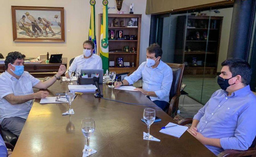 Evandro Leitão afirma que não existe desabastecimento de oxigênio no Estado, mas problemas referentes à distribuição