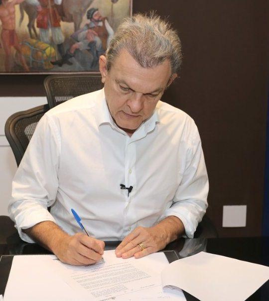 Sarto assina projeto que aumenta piso de agentes de saúde e combate a endemias
