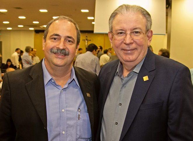 Paulo Holanda apresenta Elmo durante reunião com diretores do Senai e da CNI