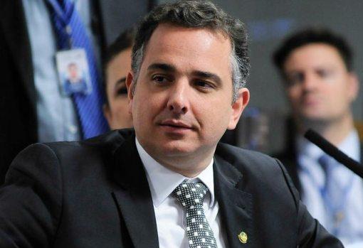 Rodrigo Pacheco pede a Kamala Harris vacinas contra Covid estocadas nos EUA