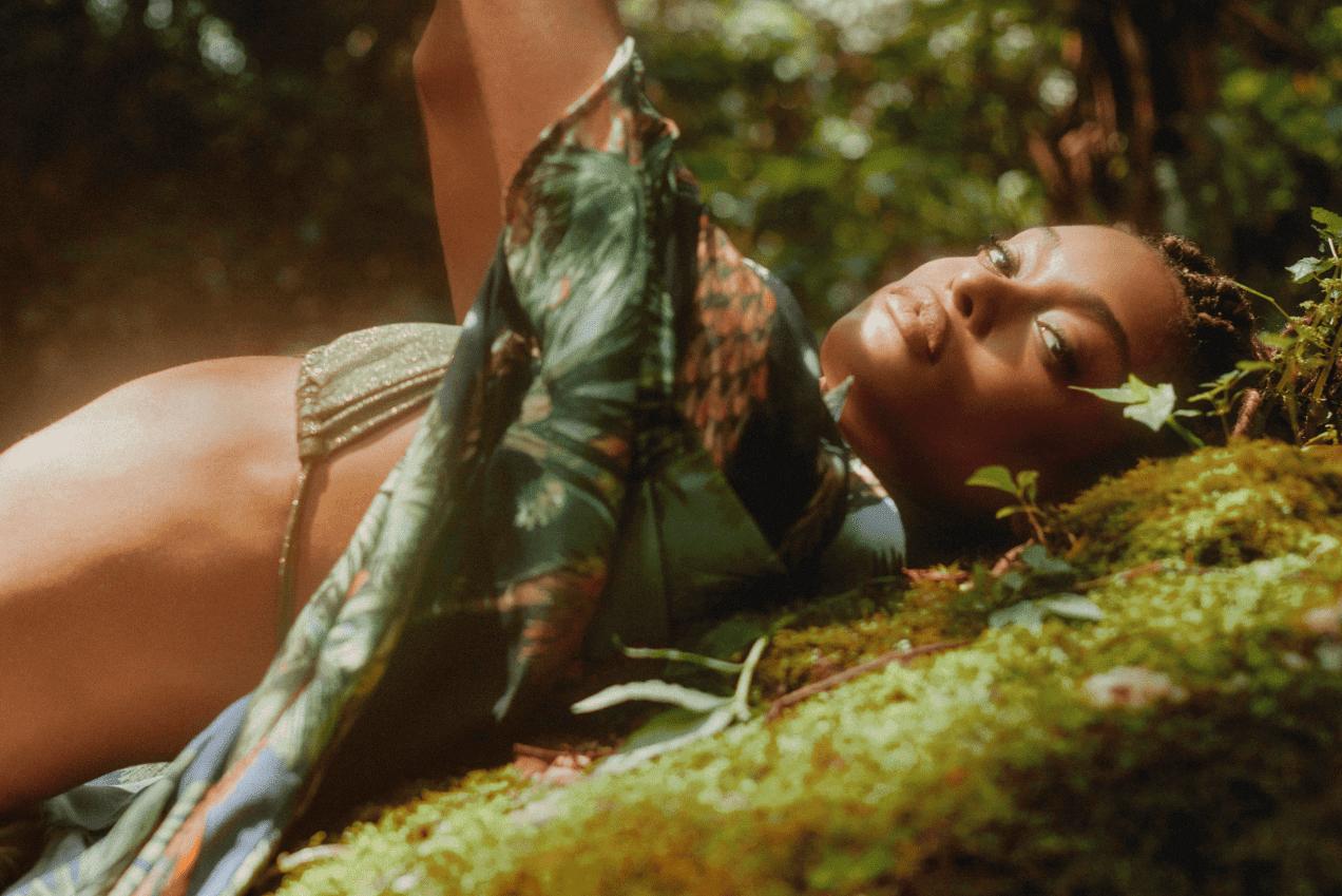 Conectada com a natureza, Água de Coco lança a coleção Tempo