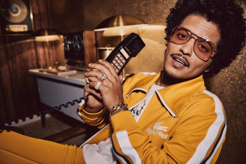 Bruno Mars lança primeira coleção em parceria com a Lacoste. Vem ver!