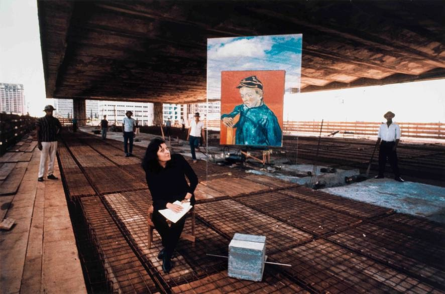 Lina Bo Bardi recebe premio na Bienal de Veneza