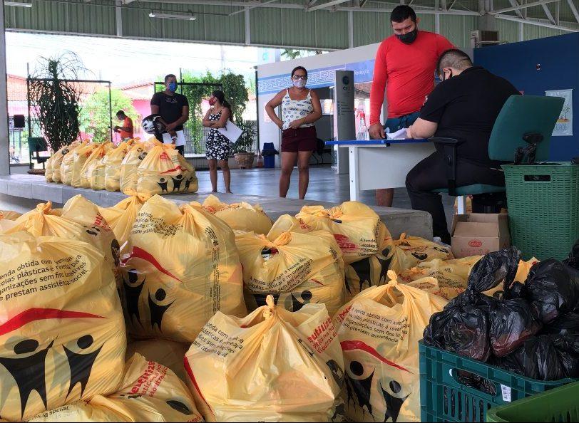 Instituto Myra Eliane distribui cestas básicas para alunos do CEI em Caucaia