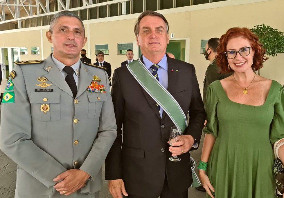 Aginaldo Oliveira e Carla Zambelli participam da solenidade de posse do novo comandante do Exército, em Brasília