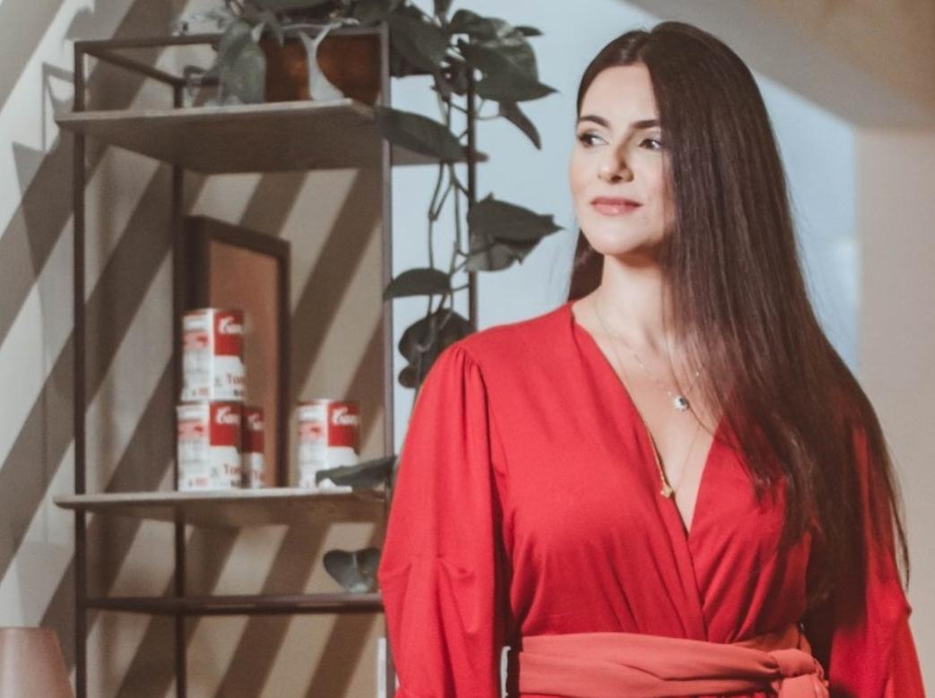 Com móveis da Galpão Design, Milena Holanda imprime modernidade em projeto corporativo