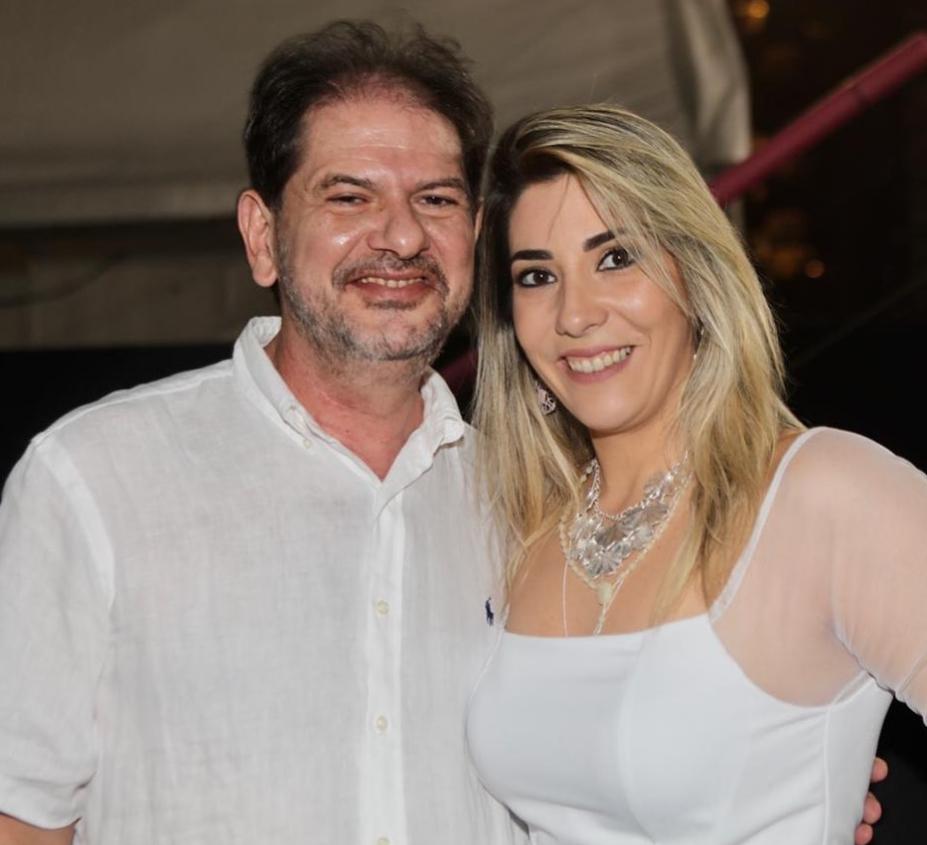 Dona Cegonha aterrissa na Gastroclínica trazendo Maria Carolina para Cid Gomes e Maria Célia