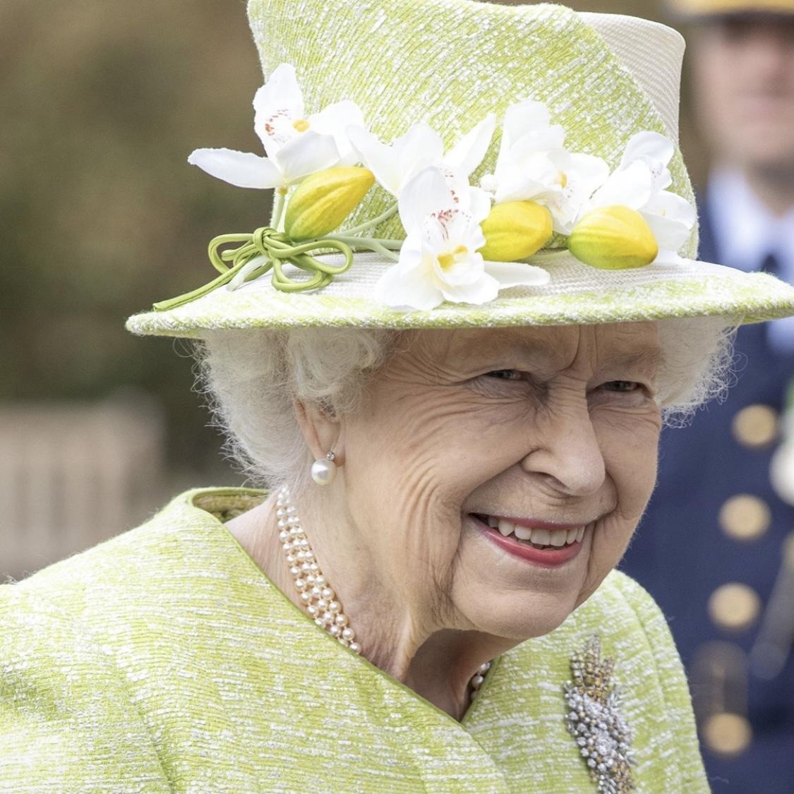 Após segunda dose da vacina, Rainha Elizabeth II faz aparição pública depois de cinco meses