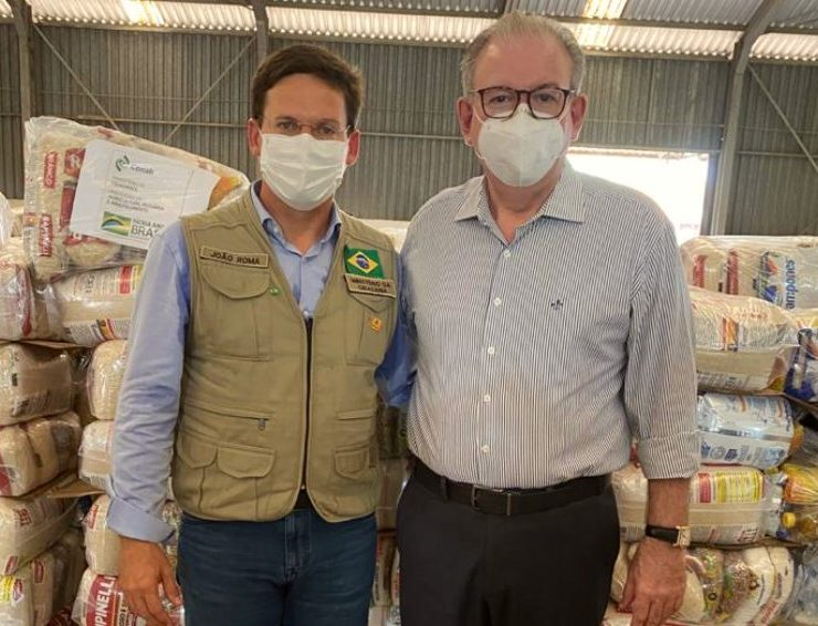 Ministro João Roma e Ricardo Cavalcante entregam 97 mil cestas de alimentos