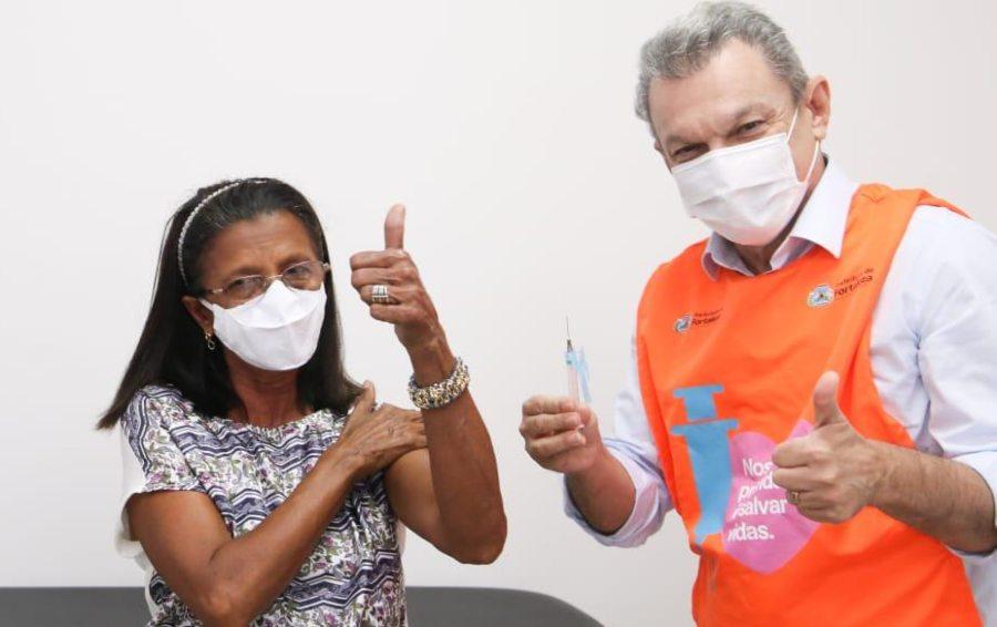 Sarto anuncia o início da vacinação para pessoas a partir de 62 anos neste sábado