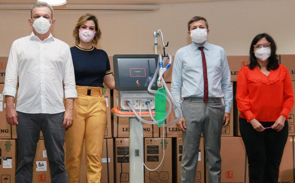 José Sarto e Élcio Batista comemoram a chegada de 70 respiradores doados por pessoas físicas e jurídicas à Prefeitura