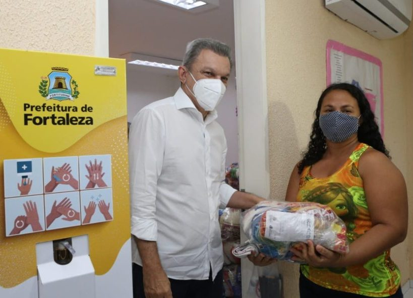 Prefeitura distribui cestas básicas para 126 mil famílias que não possuem alunos matriculados na rede municipal de ensino