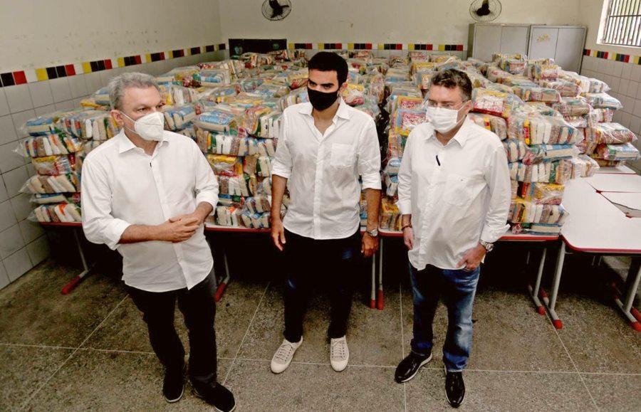 Prefeitura de Fortaleza inicia entrega de cestas básicas e a liberação de auxílio financeiro a sete grupos profissionais