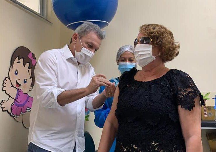Prefeitura de Fortaleza inicia vacinação de idosos com 63 e 64 anos nesta sexta
