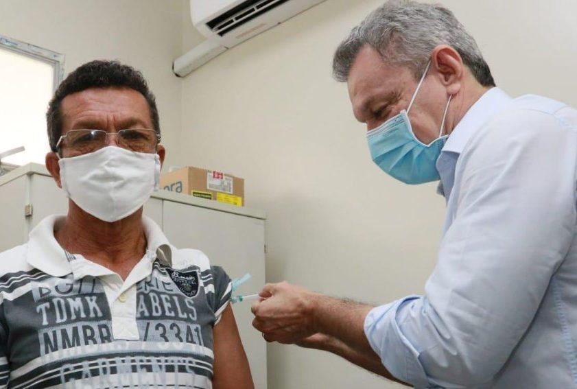 Jósé Sarto dá o start na vacinação para pessoas acima dos 60 anos na Capital e entrega de dez novos leitos de UTI no IJF