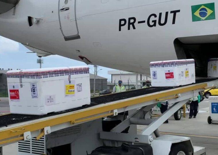 Governo do Ceará recebe novo lote com 128 mil doses de vacinas contra a Covid