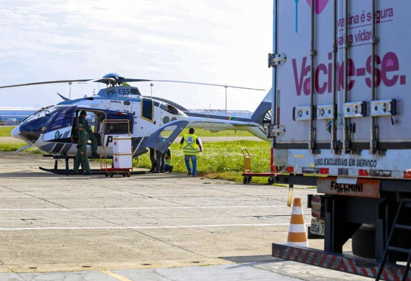 Camilo anuncia a chegada de mais 234.700 doses de vacinas para o Ceará