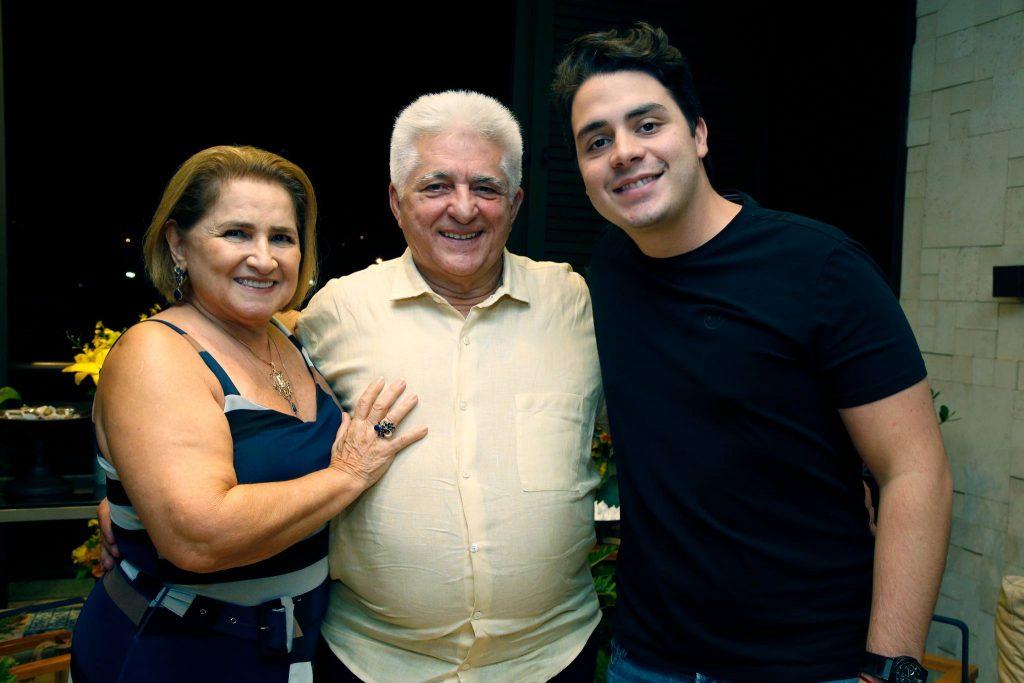 Auricelia E Deusmar Queiros E Bruno Henrique Lima