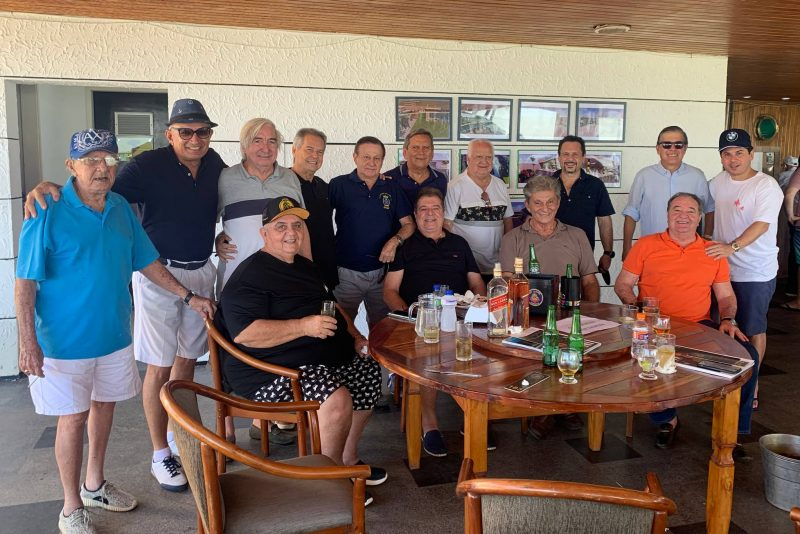 67 anos de história - Comodoro Licinho Correa pilota a comemoração do 67º aniversário do Iate Clube de Fortaleza