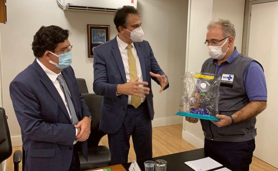 Camilo pede vacinas e habilitação do Hospital Regional do Vale do Jaguaribe ao ministro da Saúde, Marcelo Queiroga