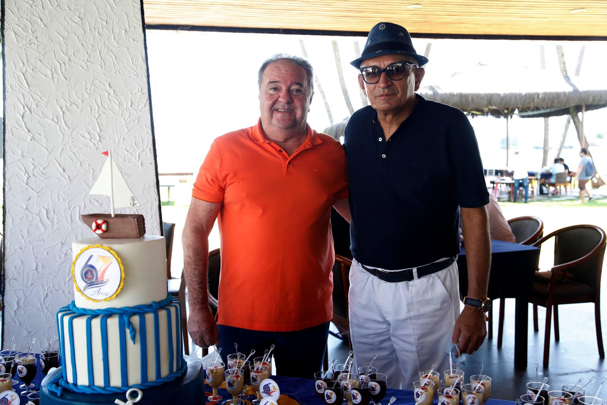 Comodoro Licinho Correa pilota a comemoração do 67º aniversário do Iate Clube de Fortaleza