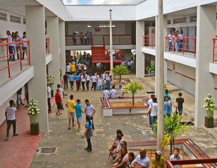 Governo do Ceará vai vacinar professores para garantir volta às aulas presenciais