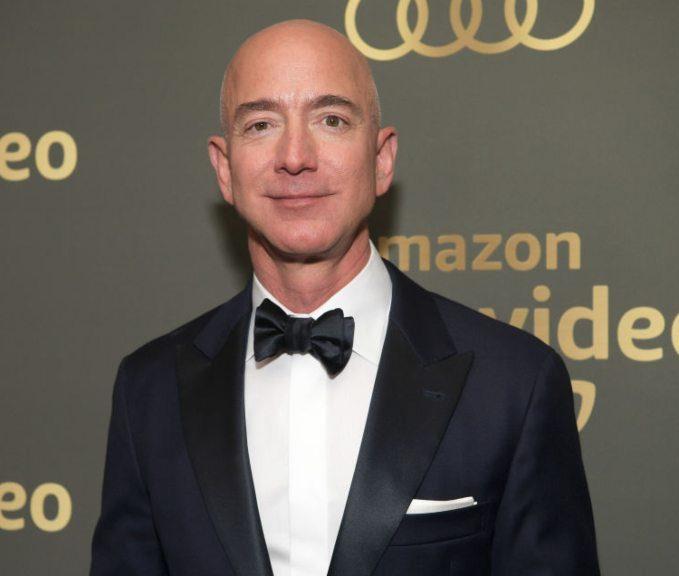 Jeff Bezos recupera o posto de homem mais rico do mundo no ranking da Forbes