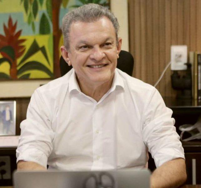 Sarto dá o start na vacinação de equipes da rede educacional na capital cearense
