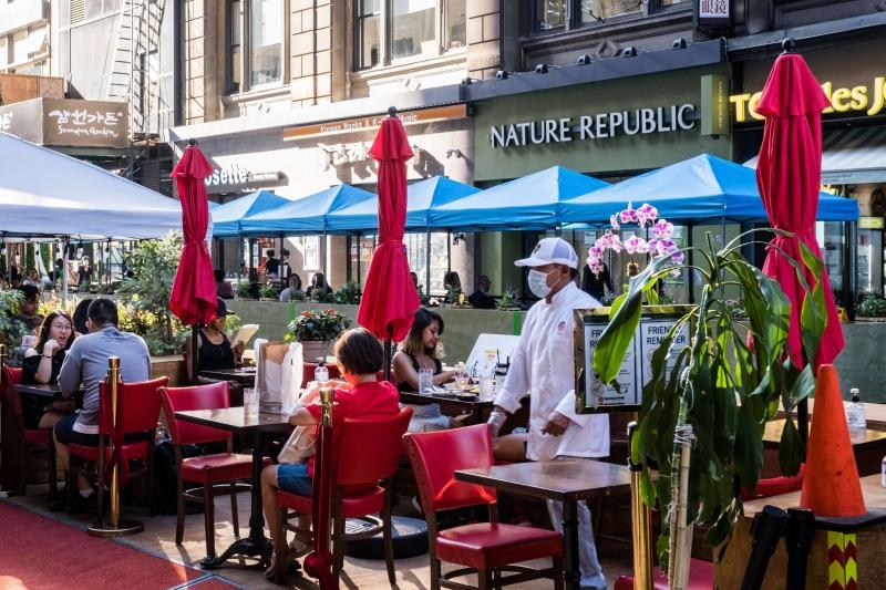 Nova York libera o funcionamento de bares, restaurantes e casas noturnas sem restrições