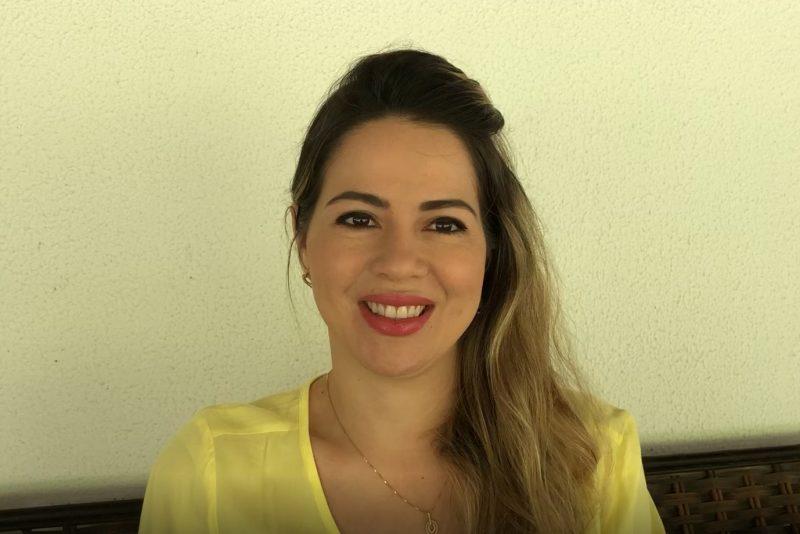 Onélia Santana fala de sua gravidez em mensagem especial para o Dia das Mães