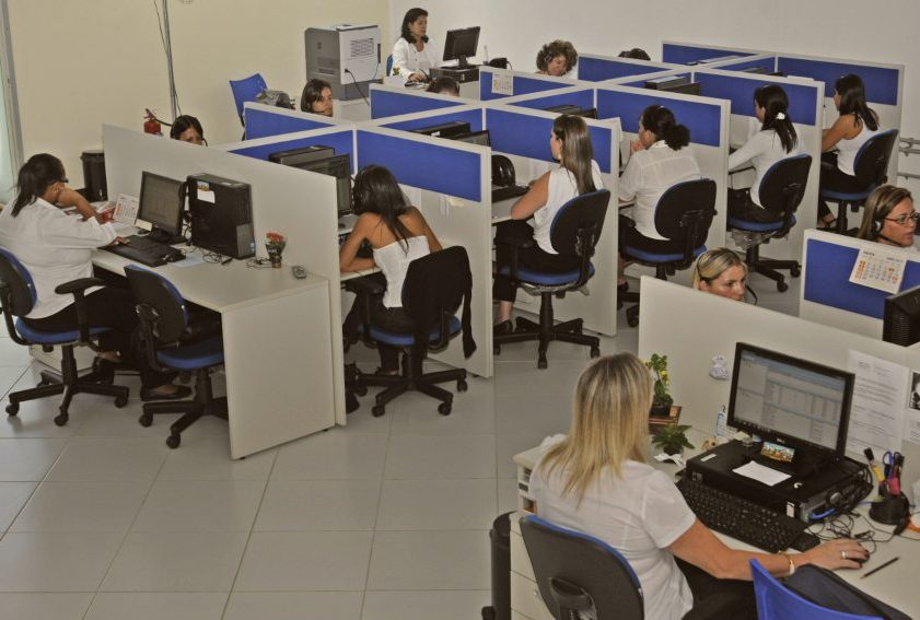 Setor de serviços registra retração de 4% na passagem de fevereiro para março