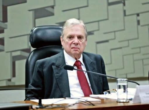 Tasso afirma que PSDB entrará com ação para Bolsonaro cumprir regras sanitárias