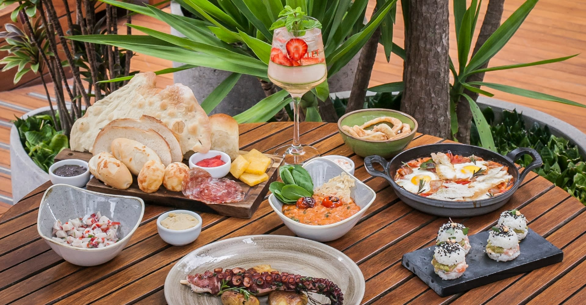 Must Bar do Tivoli Mofarrej São Paulo apresenta brunch especial aos domingos