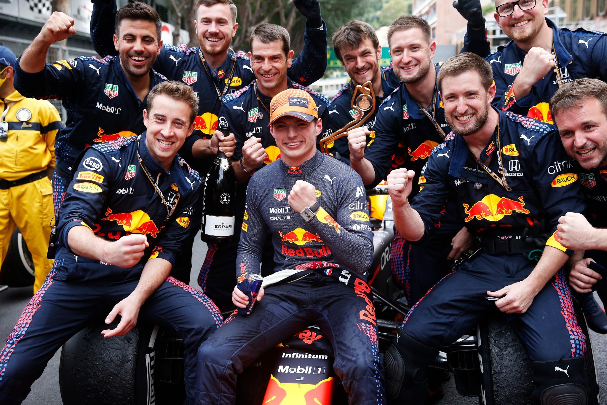 Max Verstappen usa o TAG Heuer Monaco Titan em sua vitória no Gran Prix de Mônaco