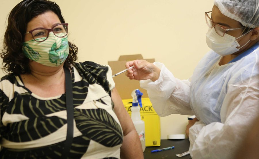 Prefeitura de Fortaleza realiza mutirão de vacinação da D2 da CoronaVac em atraso