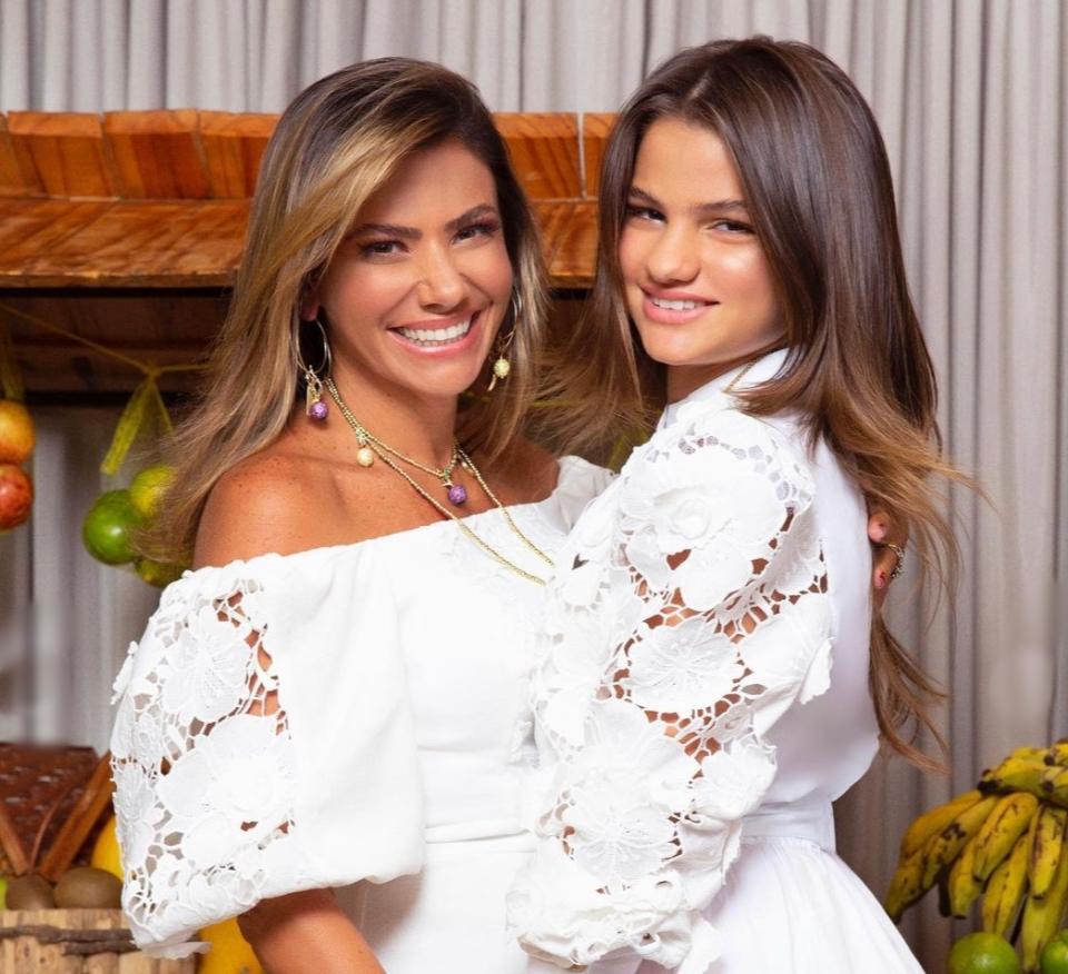 Vanessa e Natalia Queiroz brilham em campanha de Dia das Mães da Diamond Design