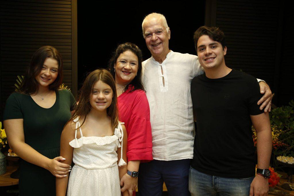 Vitoria, Leticia, Rose, Humberto E Bruno Henrique Lima