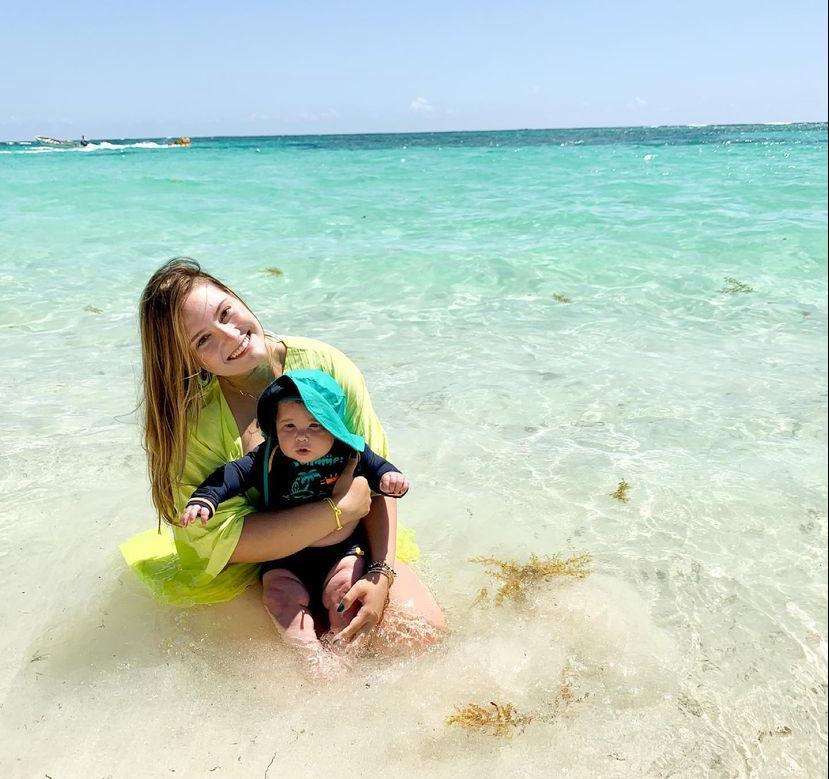 Letícia Teixeira curte o Dia das Mães em Punta Cana