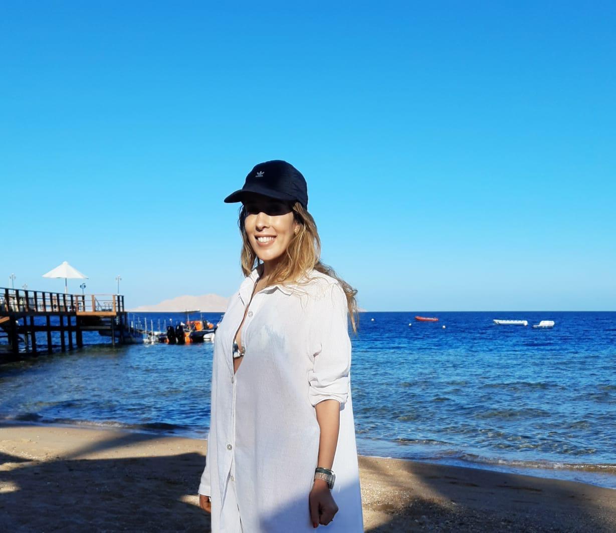 Raquel Machado brinda a chegada de seu novo ciclo em viagem ao Egito