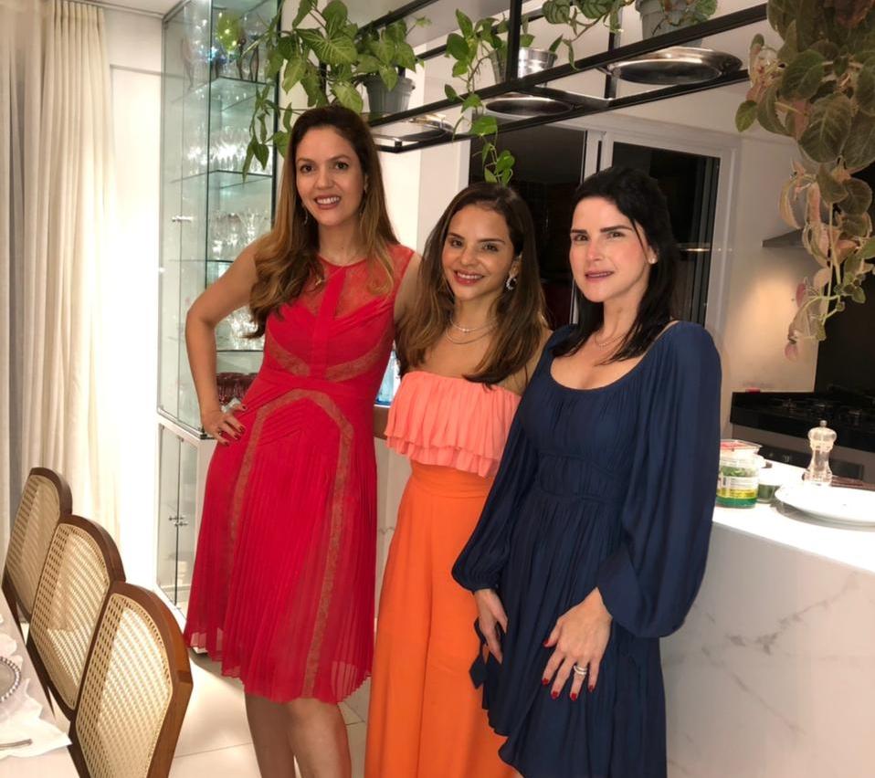 Ana Flávia Torquato e Célio Gurgel armam recepção em seu elegante apê para jantar descontraído