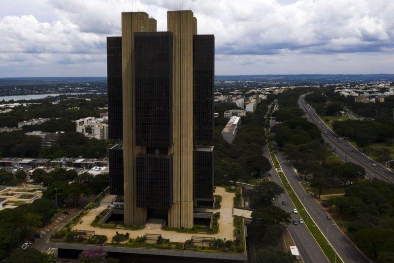 Banco Central mantém ritmo, eleva Selic a 4,25% e indica outro aumento