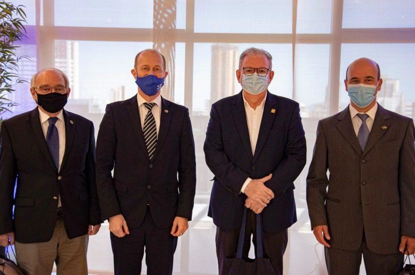 Ricardo Cavalcante apresenta oportunidades de negócios à comitiva da Finlândia