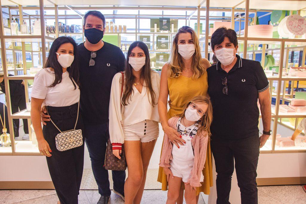 Daniela Bulhoes, Thiago Holanda, Joana Bulhoes, Monica Martins E Antonia Martins E Dito Machado